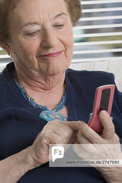 Nahaufnahme-eine Frau Text-messaging