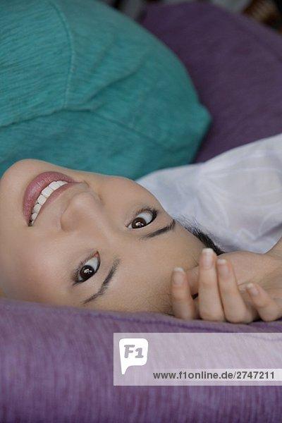 Portrait einer jungen Frau lächelnd