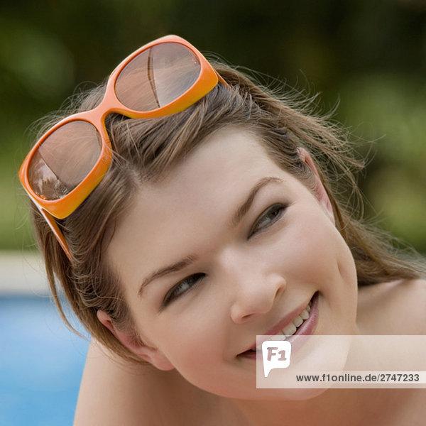 Nahaufnahme einer jungen Frau lächelnd