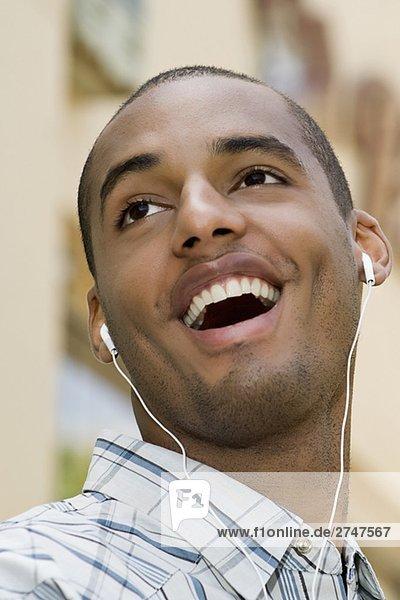 Mann zuhören Close-up Musik jung Klassisches Konzert Klassik