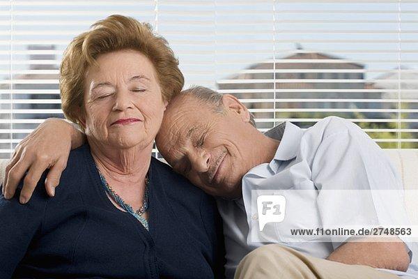 älteres Paar ruhelosigkeit