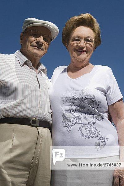 Untersicht ein älteres Paar lächelnder