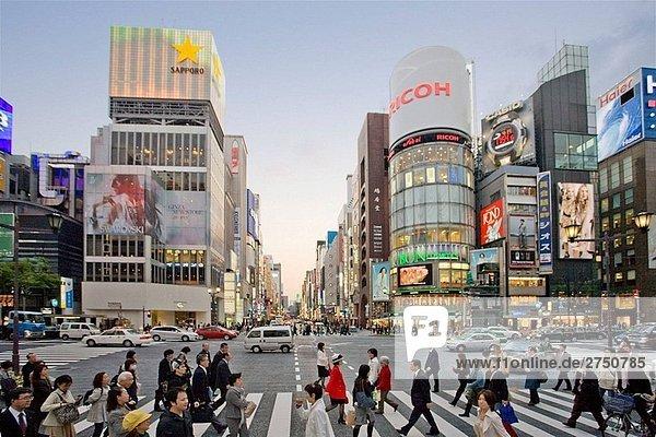 Japan-April 2008. Tokyo City. Ginza Bezirk. Chuo-Avenue