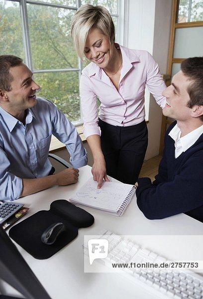 Drei Freunde bei der Arbeit