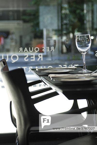 Gedeckter Tisch im Restaurantbereich