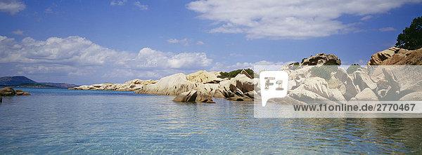 Felsen mit Meer  Sardinien  Italien