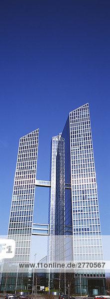 Modernem Wolkenkratzer in München  Bayern  Deutschland