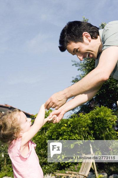 Portrait Menschlicher Vater klein tanzen Garten Mädchen Portrait,Menschlicher Vater,klein,tanzen,Garten,Mädchen
