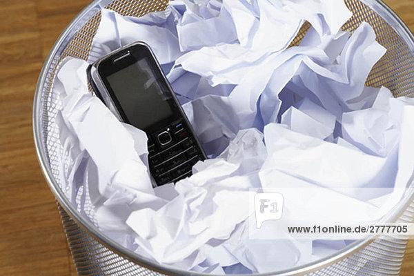 Telefon im Abfalleimer