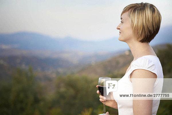 Frau trinkt Wein Frau trinkt Wein