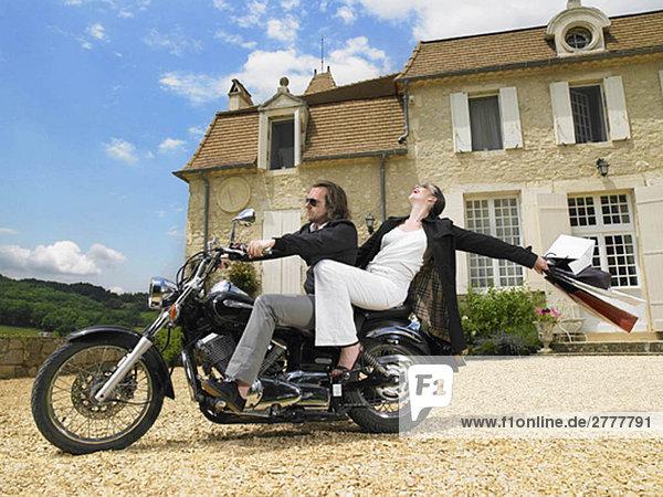 Paar auf dem Motorrad