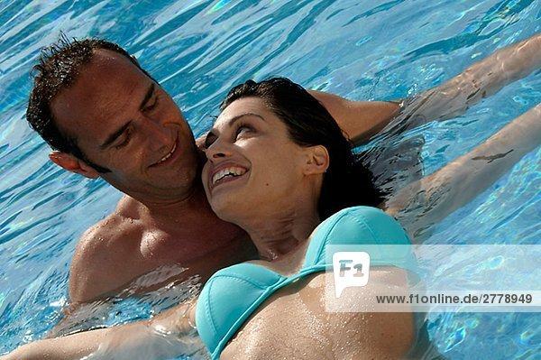 Paar im Wasser