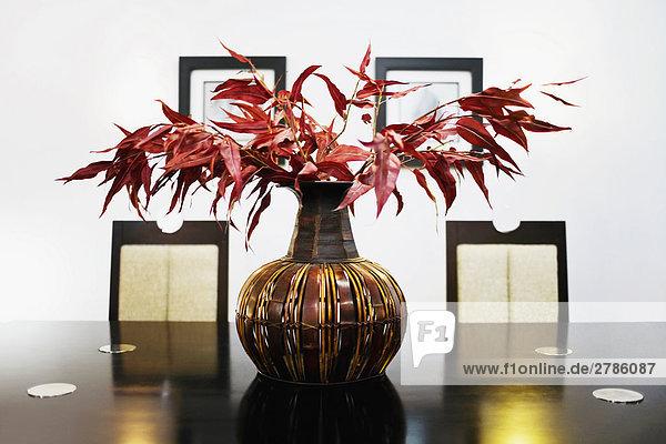 am Tisch essen Blumenvase Tisch