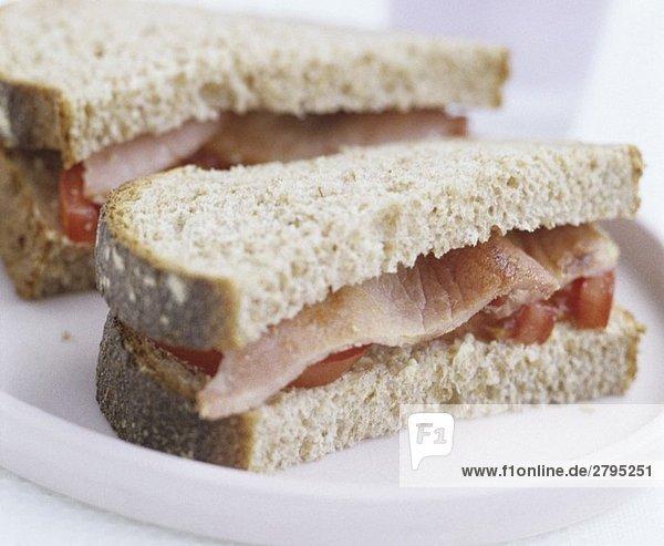 Speck-Tomaten-Sandwich