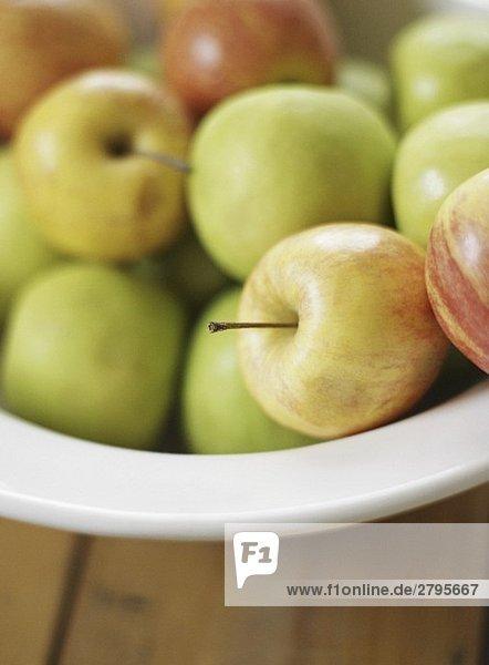 Äpfel in einer Schale (Nahaufnahme)
