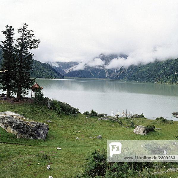 die Art der Xinluhai See in der chinesischen Provinz Sichuan  China