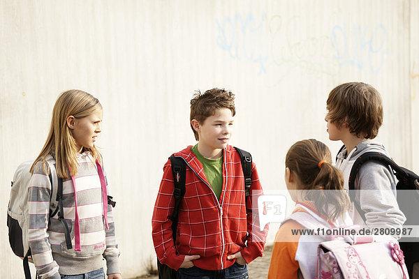 Grundschule Schüler diskutieren