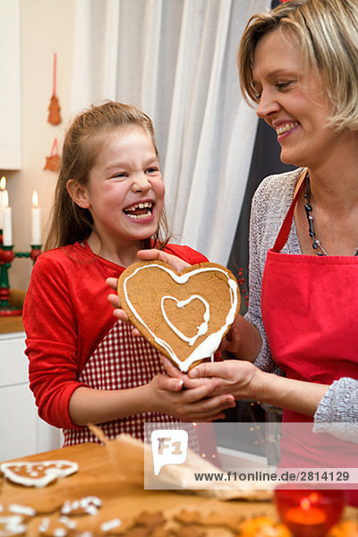 Lebkuchen backen backend backt Keks Tochter Mutter - Mensch