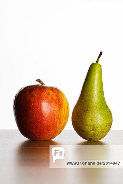Einen Apfel und Birne.