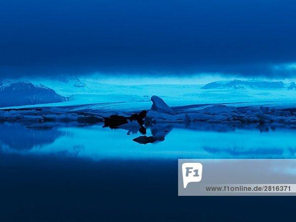 Eisberg nachts Jokulsrln Vatnajokull Island.