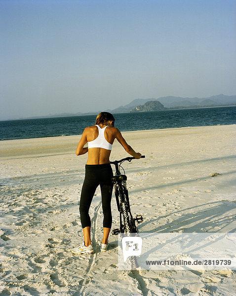 Mountainbike mountain bike Frau skandinavisch