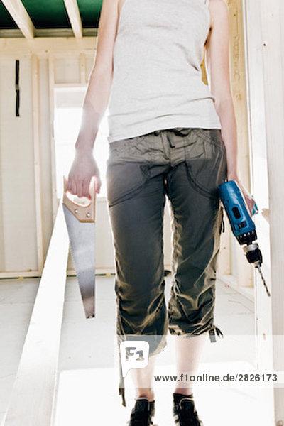 Detail Details Ausschnitt Ausschnitte junge Frau junge Frauen bauen Werkzeug