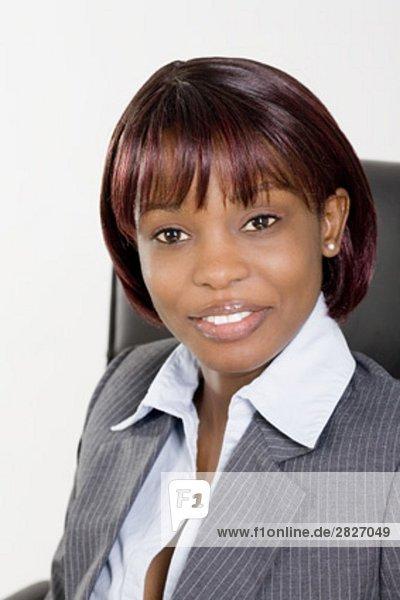 Headshot lächelnder schwarz geschäftsfrau