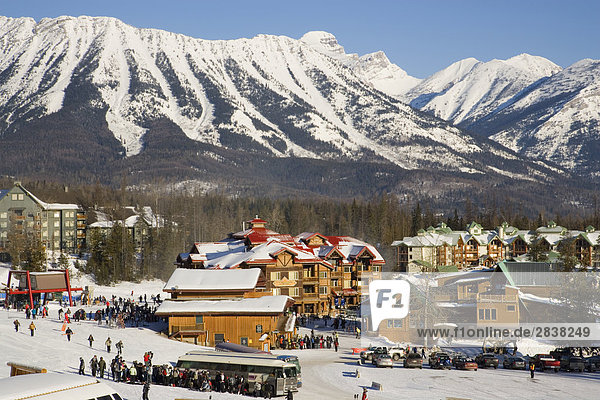Blick auf Basis Dorf am Fernie Alpine Resort  Fernie  British Columbia  Kanada.