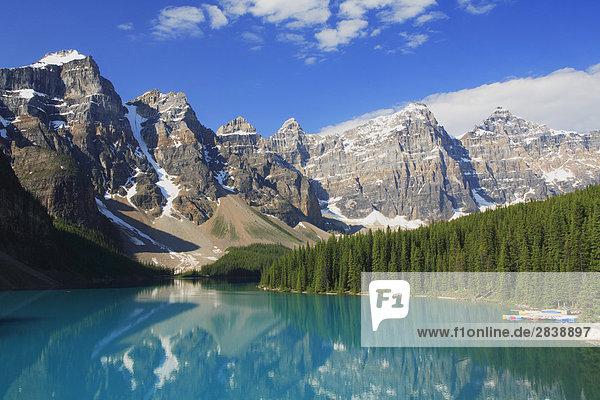 Moraine Lake und dem Tal der zehn Zinnen  Rocky Mountains  Banff-Nationalpark  Alberta  Kanada.