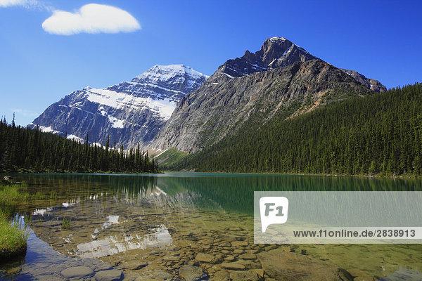 MT Edith Cavell und Cavell See  Jasper-Nationalpark in Alberta  Kanada.