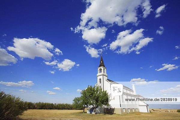 Blumenfeld römisch-katholische Kirche ist ein Provincial Heritage und Historic Site liegt an der Autobahn 21 in der Nähe von Leader  Saskatchewan  Kanada.