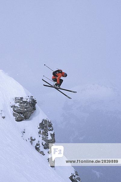 junger Mann Ski Delirium Dive  Sunshine Village  Alberta  Kanada.