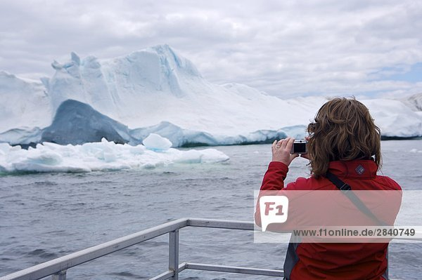 Eisberg sehen Entdeckung Gasse Tagesausflug Tourist Boot Reise Kanada Nordland