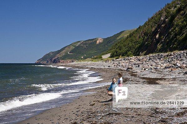 Strand Tochter Mutter - Mensch Kanada Cape Breton Island Nova Scotia Neuschottland