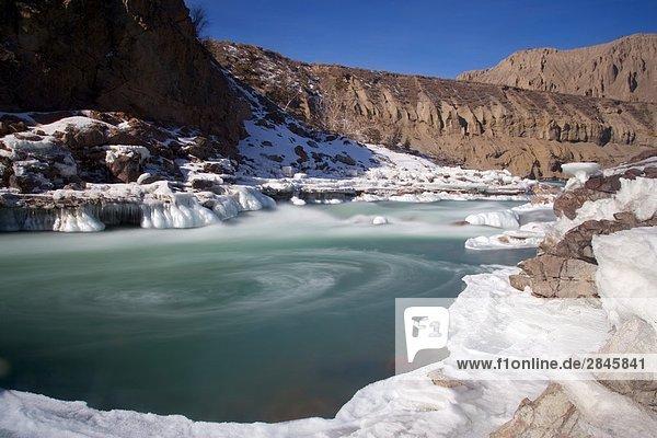 Eis-Formationen entlang der Chilcotin River  British Columbia  Kanada.