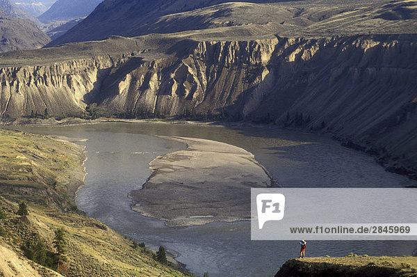 Wanderer mit Blick auf die Fraser Canyon  British Columbia  Kanada.