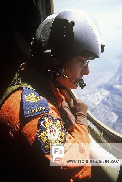 Cargo Master in Buffalo Beaufsichtigungs-Ablagezone für Sartech Freefall Ausbildung Übung über CFB Comox  Vancouver Island  British Columbia  Kanada.