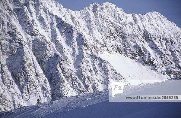Skifahren bis zur Outlook Berg  Kokanee Gletscher Provincial Park  in der Nähe von Nelson  British Columbia  Kanada.