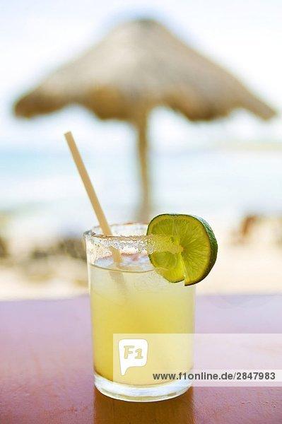 Nahaufnahme cocktail für eine Tabelle in einer Bar am Strand  Mexiko