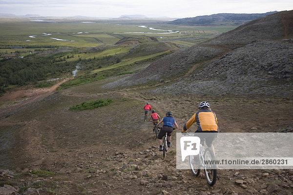 Island  Männer Mountainbike Downhill  Rückansicht