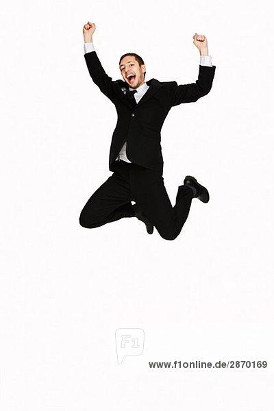 Ein Mann in einem Anzug springen Schweden
