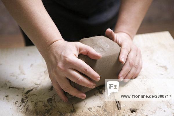 Detail der Potter bilden Stück Ton Detail der Potter bilden Stück Ton