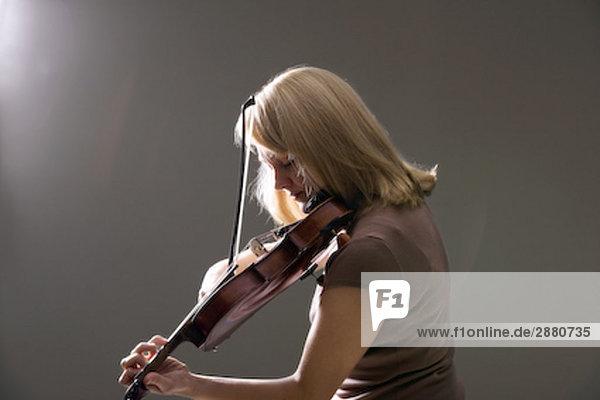 Porträt von Frau Violine Porträt von Frau Violine