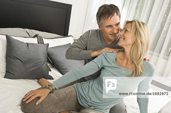 Paarromantik im Schlafzimmer