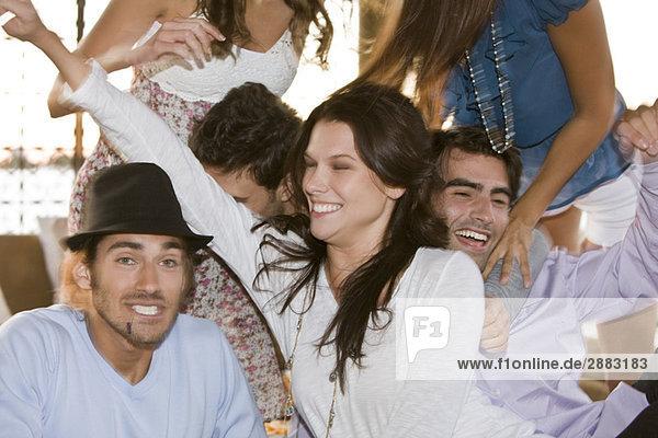 Gruppe von Freunden bei einer Party