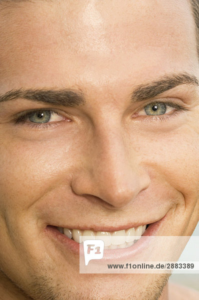 Porträt eines lächelnden Mannes