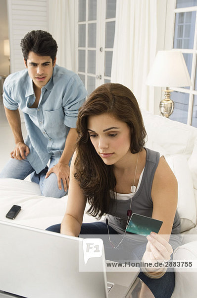 Paare online einkaufen mit Kreditkarte