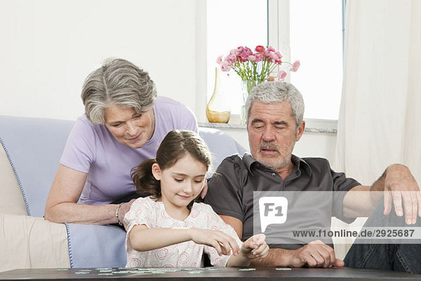 Großeltern und ihre Enkelin