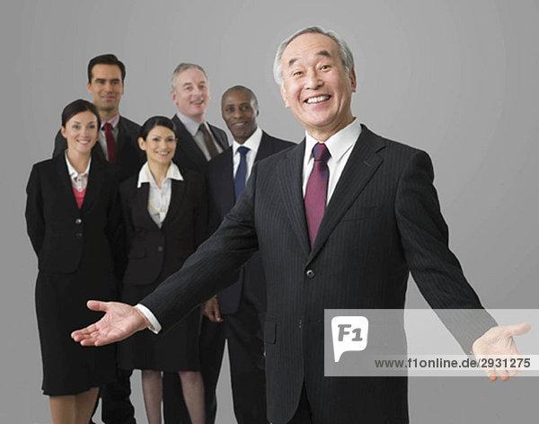 Porträt eines japanischen Geschäftsmannes