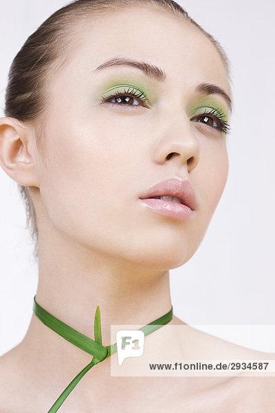 Frau mit grünen Make-up